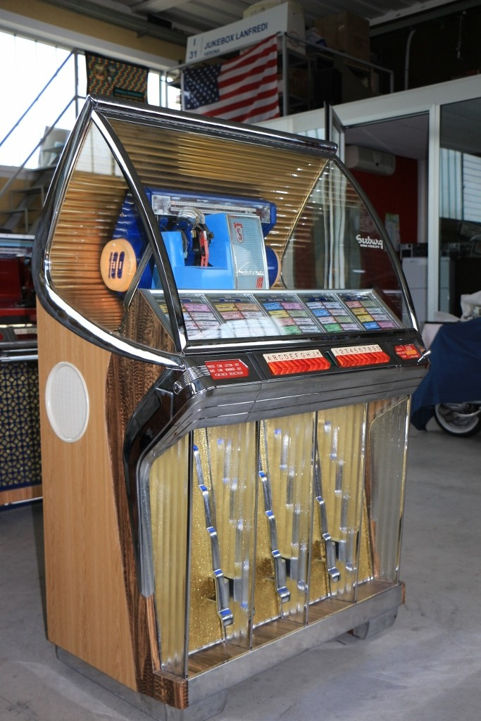 jukebox seeburg HF100R